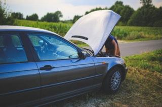 Segítéskérési lehetőségek autóproblémákhoz
